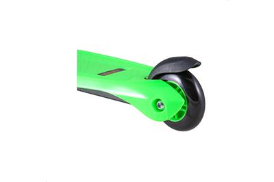 Зеленый самокат заднее колесо